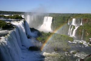 Iguassu_falls_rainbow