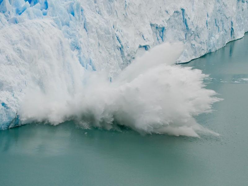 Perito_Moreno_Glacier_ice_fall