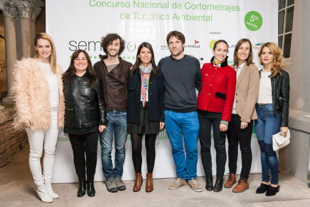 Alejandra Cordes, directora del festival, junto al jurado del concurso. Foto: Diego Spivacow.